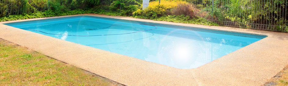 Relax by the pool at Tarcutta Halfway Motor Inn